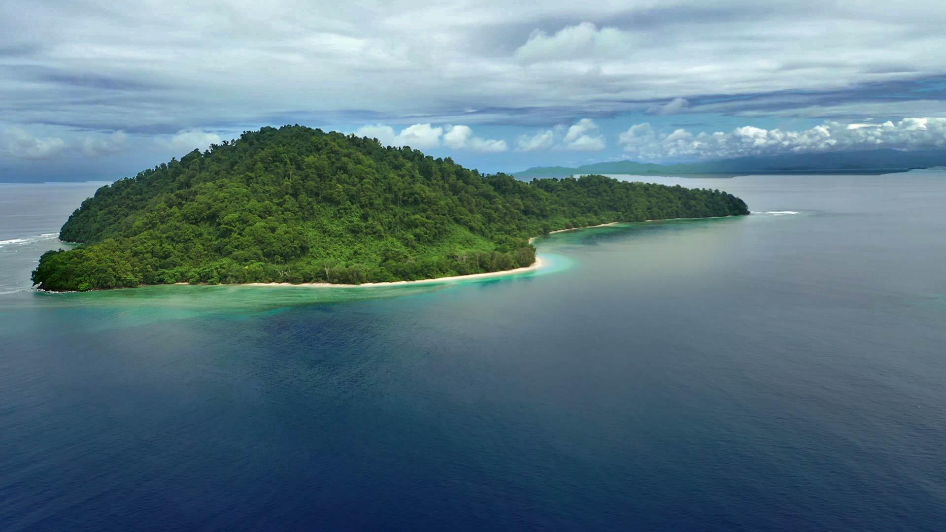 View of Siroktabe Desert Island from the sky